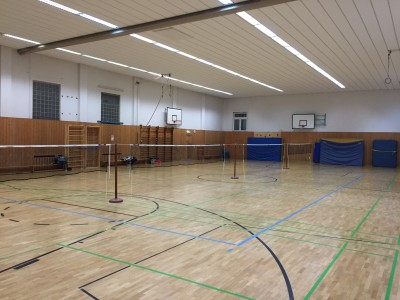 Trainingshalle mit 4 Spielfeldern